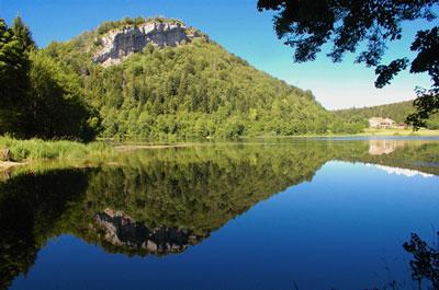 Lac d'Antre (PNR du Haut-Jura) ©wikipedia